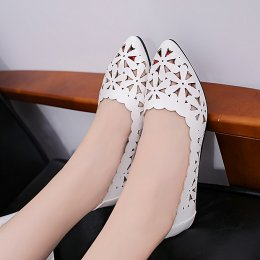 Women with shallow hollow flower-shaped bare toe-toe shoes